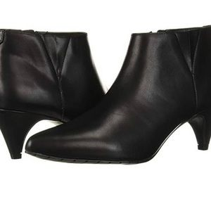 NWT Reaction Kenneth Cole kick shooter bootie